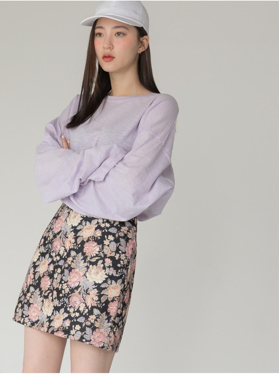 花柄スカートがポイントのオルチャンファッション